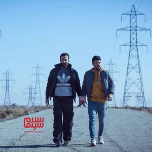 هادی حجازی فر و سینا مهراد در نمایی از فیلم «ژن خوک»