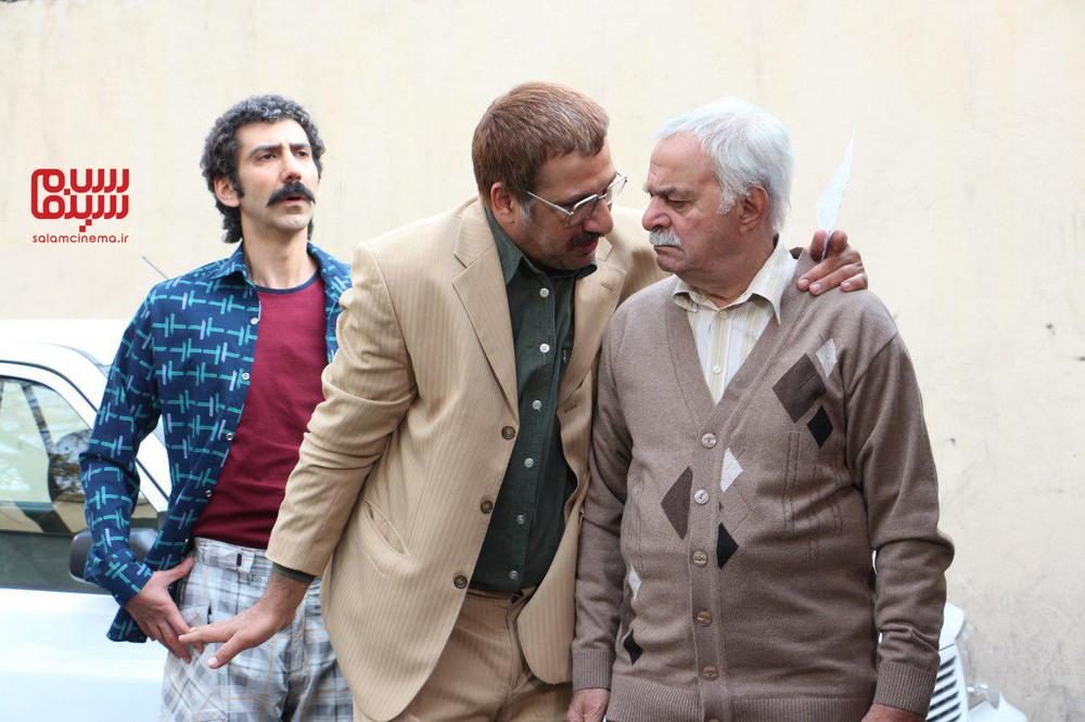 سینا رازانی، محمد نادری و سیروس گرجستانی در سریال «دنگ و فنگ روزگار»