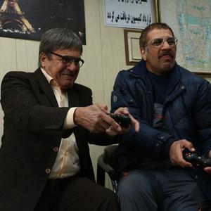 رضا نیکخواه و محمد نادری در سریال «دنگ و فنگ روزگار»