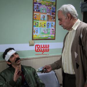 سینا رازانی و سیروس گرجستانی در سریال «دنگ و فنگ روزگار»