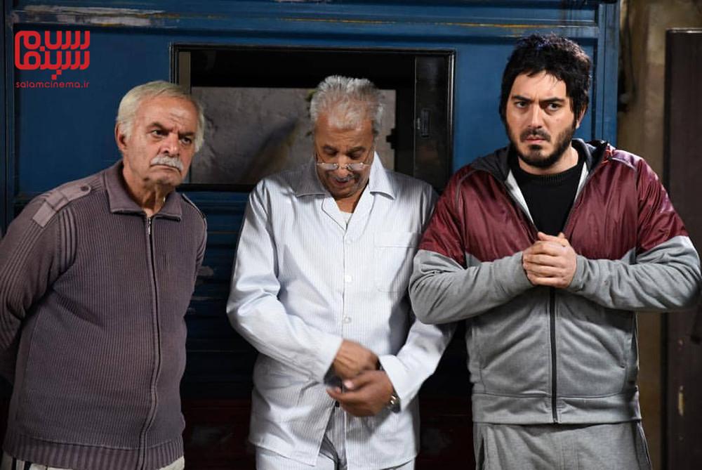 سیروس گرجستانی، محمد فیلی و نیما شاهرخ شاهی در سریال «دنگ و فنگ روزگار»